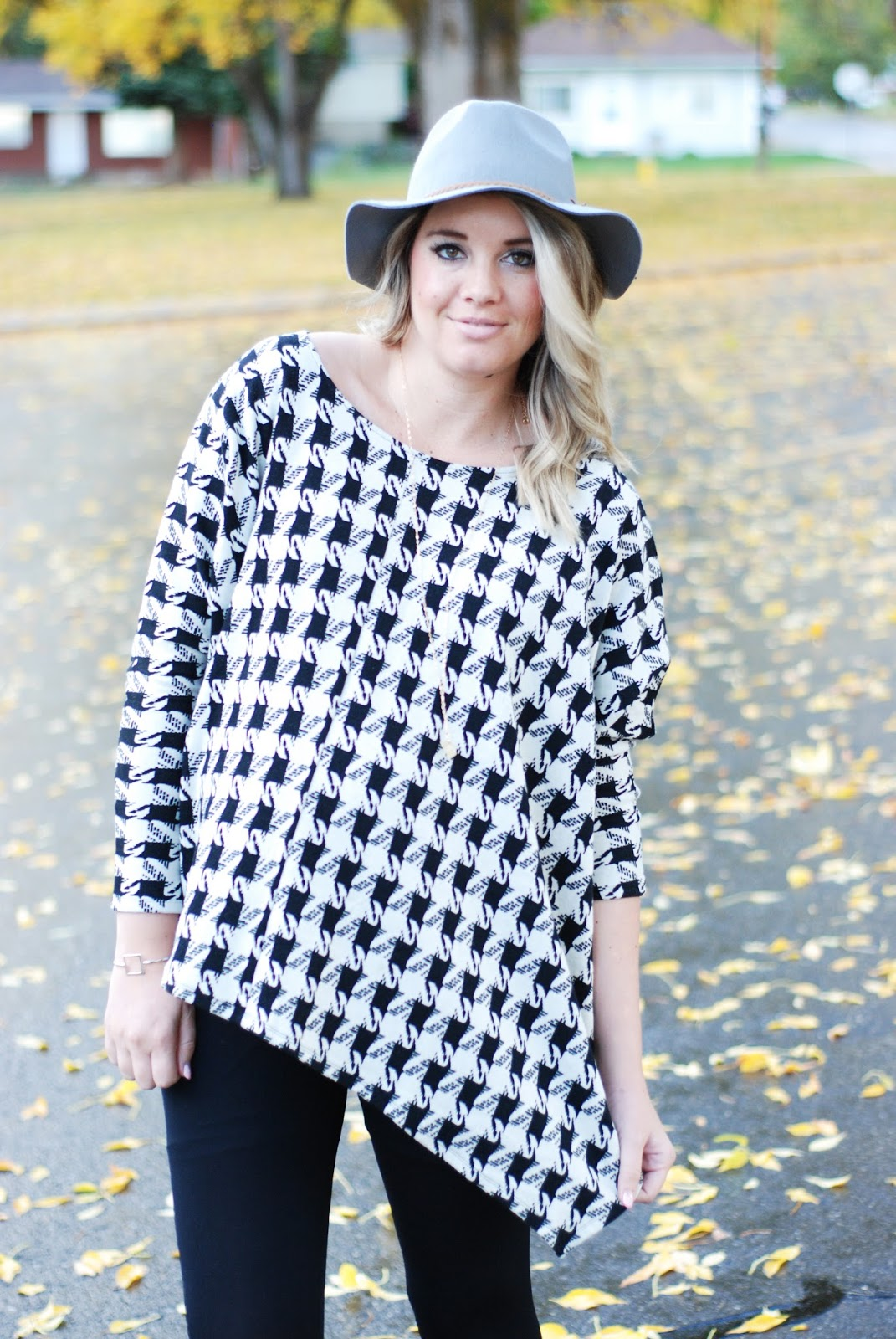 Isabella Oliver, Houndstooth Poncho, Preggo Leggings, Fall Outfit