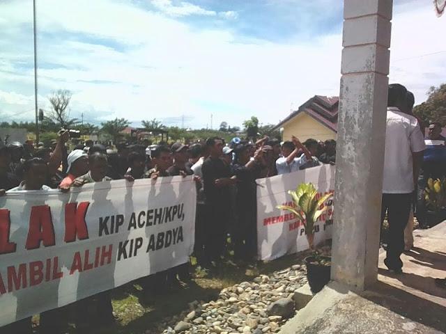 Merasa Dizalimi, Massa Pendukung Said-Nafis Gelar Orasi