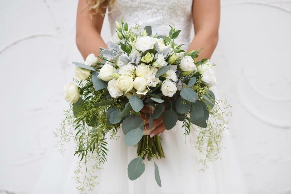 wedding photography wedding floral designer flowers installation arbour
