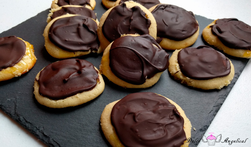 Receta de galletas con corazón de naranja y chocolate
