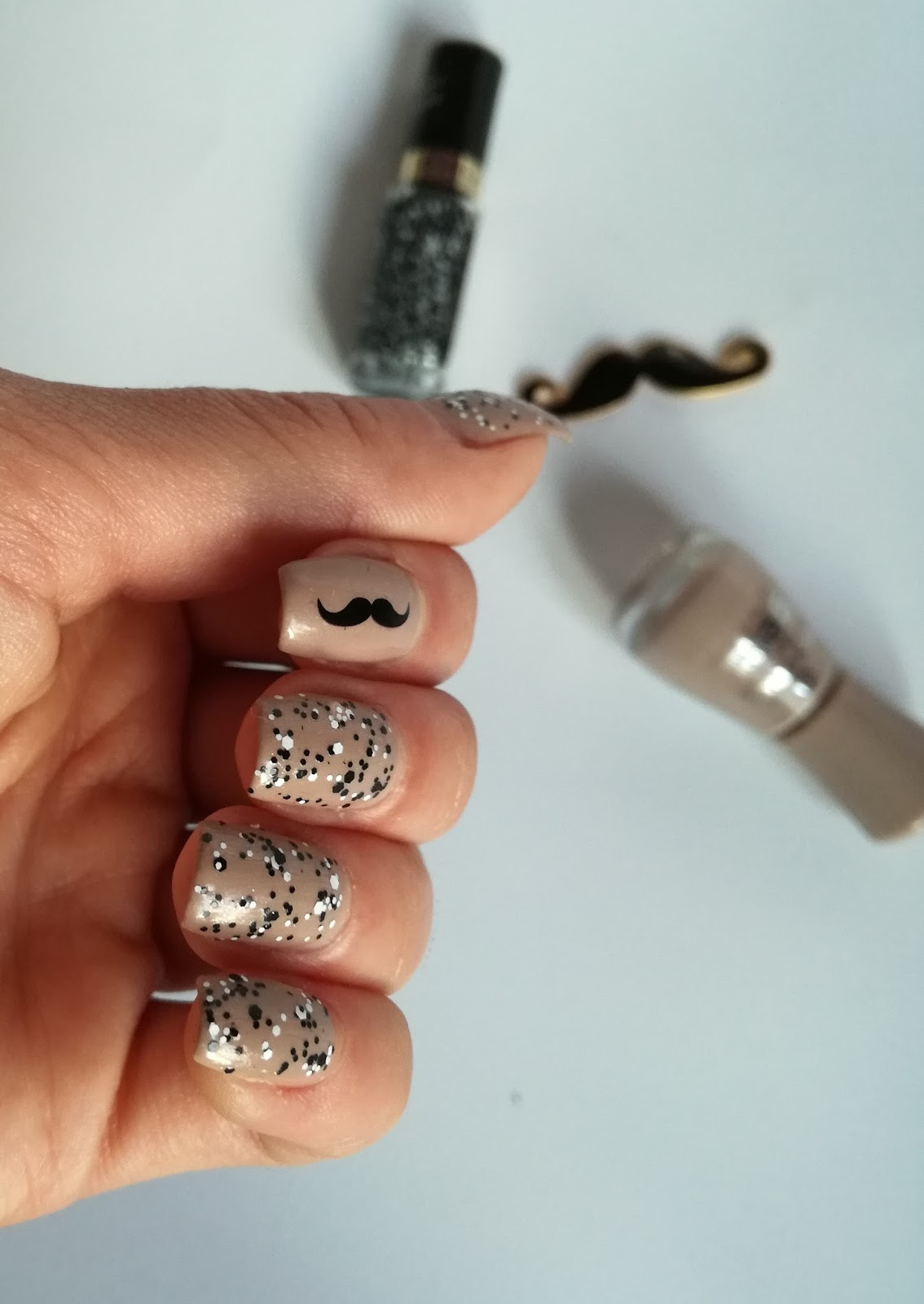 movember-manicure-idea