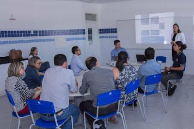 Professora finlandesa desenvolve projeto de mestrado em escolas paraibanas para avaliar o sistema educacional do Estado