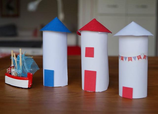DIY: Kinderleicht Leuchttürme aus Klorollen basteln! Leuchttürme in verschiedenen Varianten mit Kindern aus Klopapierrollen zu bauen, ist einfach und macht Spaß!