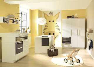 habitación de bebé amarilla