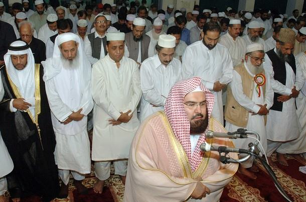 Imam Masjidil Haram Ini Ingatkan Jamaah Sambil Menangis, Alasannya Pun Bikin Kita Tertunduk Malu