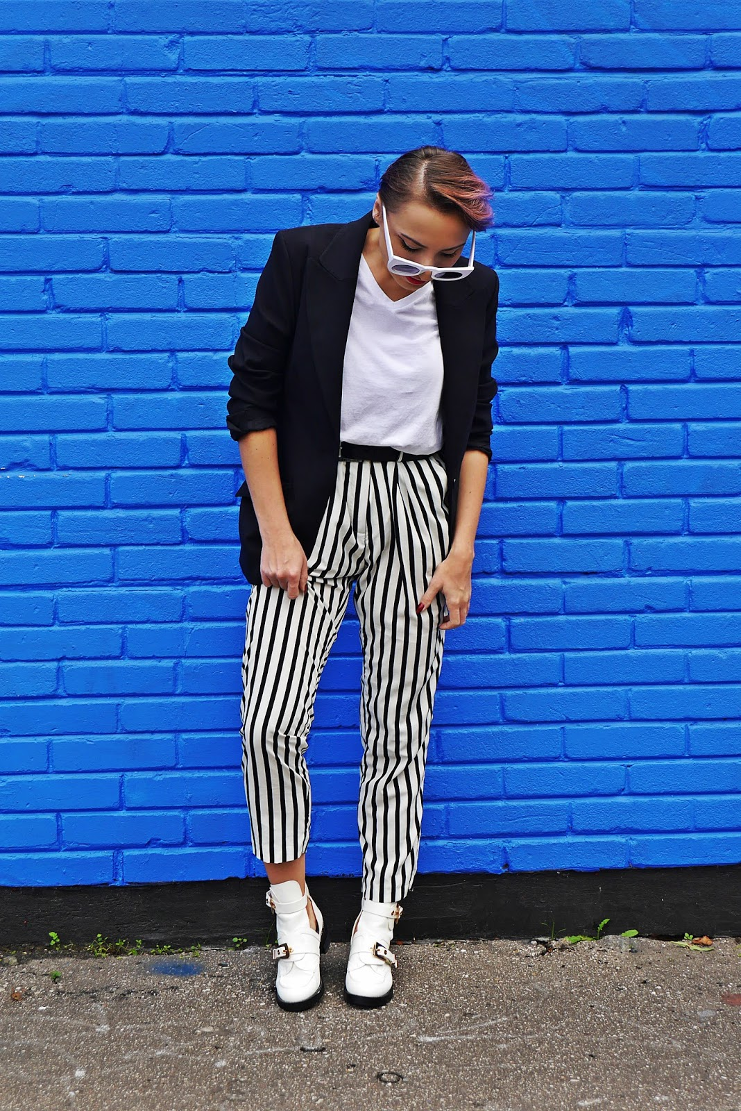 5_balenciaga_white_Ceinture_Ankle_Boots_stripes_pants_black_jacket_karyn_blog_modowy_280917