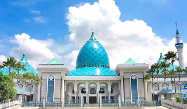 1. Masjid Al Akbar Surabaya