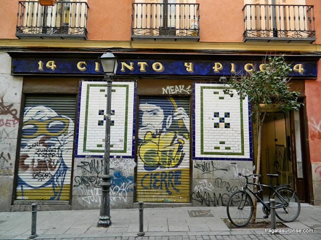 Grafite na Calle de la Palma, bairro de Malasaña, Madri