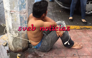 Ciudadanos atrapan a ladron y lo amarran a un poste en centro de Veracruz