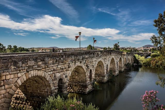 Puente Romano de Mérida :: HDR 3 x Canon EOS 5D MkIII | ISO100 | Canon 17-40@35mm | f/8.0 | 1/30s + 1/125s + 1/500s