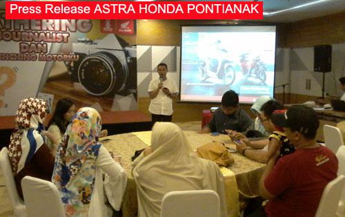 "LAUNCHING : salah satu sesi materi dalam launching aplikasi ""Motorku"" Astra Motor di Golden Tulip (6/6) yang dihadiri insan media, juga para netizen Pontianak. Foto Asep Haryono"
