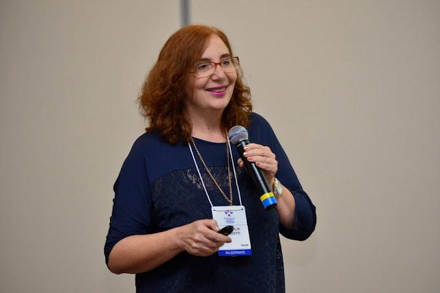 Entrevista com a professora Ana Julia Perrotti-Garcia
