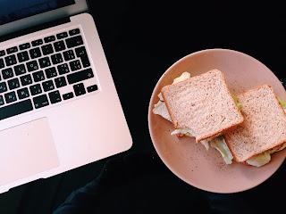 Lo más recomendable: no comer delante del ordenador
