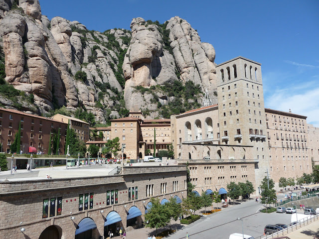 Монастырь и гора Монсеррат