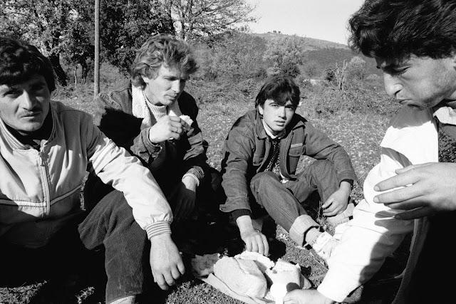 Αποκαλυπτικές φωτογραφίες του Σπ. Στάβερη για τη φυγή των Αλβανών προς την Ελλάδα πριν 26 χρόνια