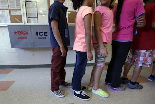 κινδυνεύουν με απέλαση οκτακόσιες χιλιάδες παιδιά μεταναστών