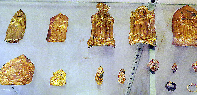 golden artifacts from an Ayutthaya tomb