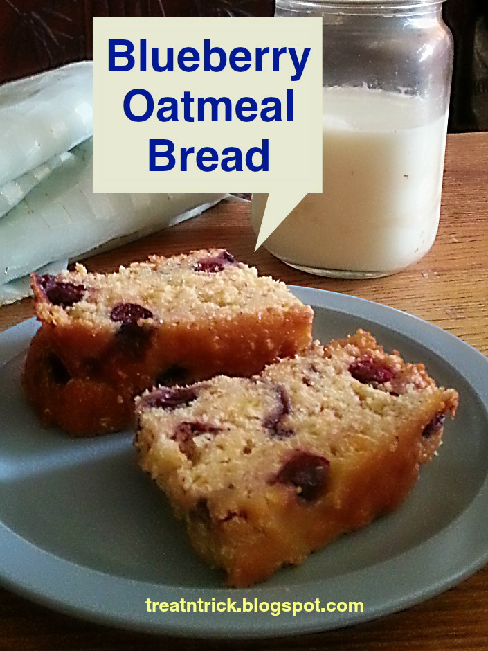 Blueberry Oatmeal Bread Recipe @ treatntrick.blogspot.com