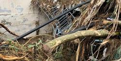 Εγκλωβισμένα οχήματα κάτω από γέφυρες, φερτά υλικά και τόνους λάσπης σε κατοικίες, καταστήματα και οδικά δίκτυα, είναι ορισμένα από τα κατ...