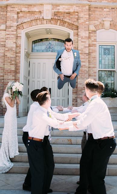 Novio con sus groomsmen