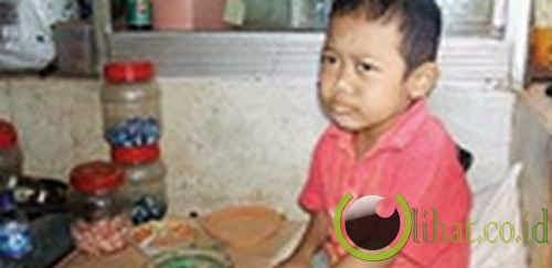 anak kecil suka makan batu