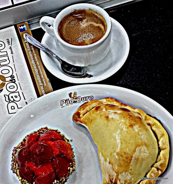 Café da manhã na padaria em São Paulo