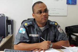 http://vnoticia.com.br/noticia/2543-comandante-do-8-bpm-recebe-medalha-tiradentes-a-maior-honraria-do-estado
