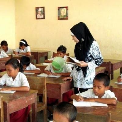 Kemendikbud Rumuskan Aturan Baru Tunjangan Guru