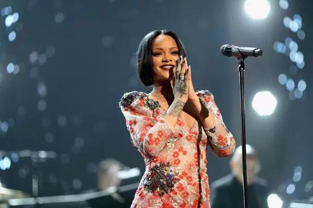 10. Rihanna (Penyanyi)