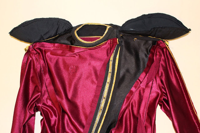 TNG season 1 admiral jacket - shoulder pads