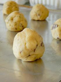 giant chocolate chunk cookies (sweetandsavoryfood.com)