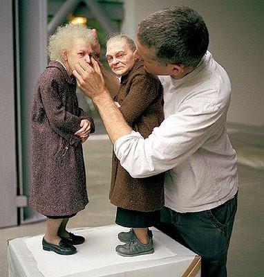 Escultura hiperrealista de personas
