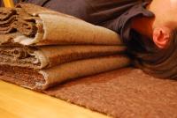 mantes per salamba sarvangasana a la cadira (detall)