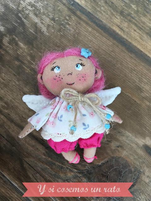 mini doll, mini muñeca, broche muñeca