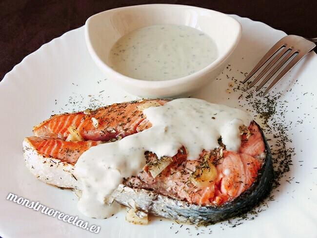 Salmon a la plancha con salsa de queso roquefort