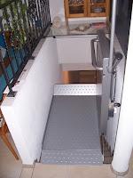 Platforma schodowa Ascendor PLG7 - mała, kompaktowa winda schodowa