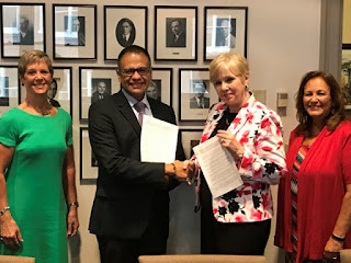 Meredith McQuaid, Associate Vice President and Dean of International Programs; Gerardo Guerrero Gomez, Consul, Consulate of Mexico in St. Paul; Karen Hanson, Executive Vice President and Provost; Bev Durgan, Dean of Extension signing agreement.