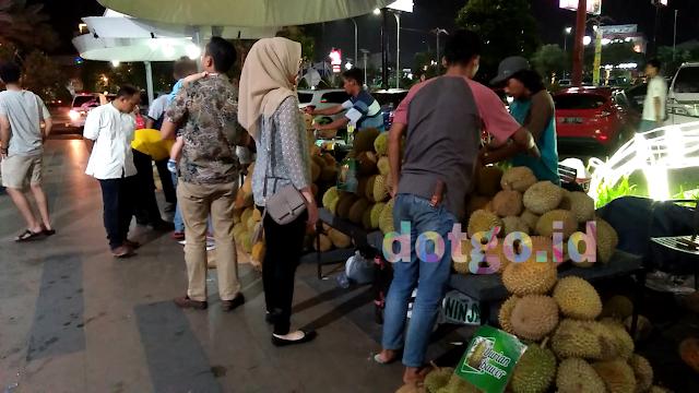 Duren berkualitas dan enak di festival durian karawang central plaza galuh mas
