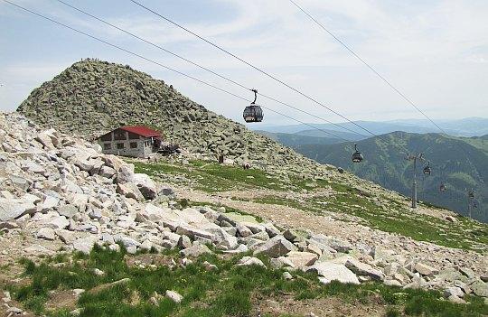 Szczyt Chopoka, poniżej schronisko Kamenna Chatá.