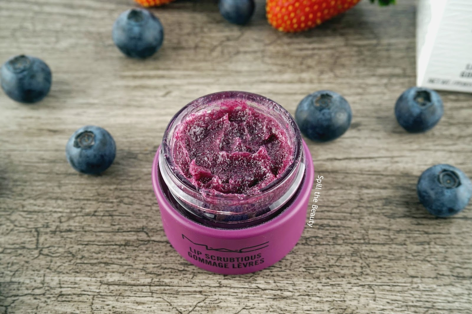 mac lip scrubtious summer berry review 3 texture