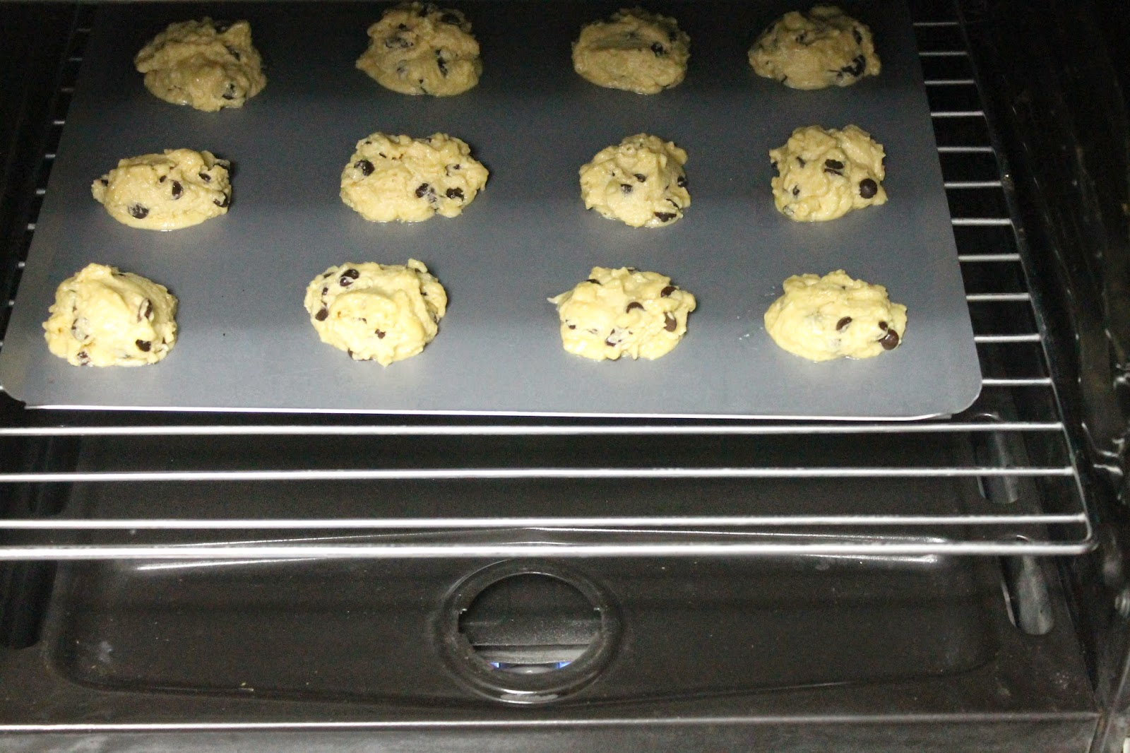 Food: Bake, 'Cause You're on Break! (baking chocolate-chip cookies)