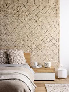 Una alfombra puede proteger la pared del frío
