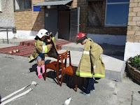 (ФОТО)Примерка боевой одежды пожарного