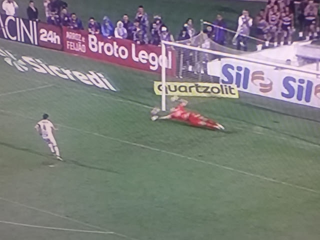 Nos pênaltis  Corinthians derrota o Santos e joga contra o SP na final