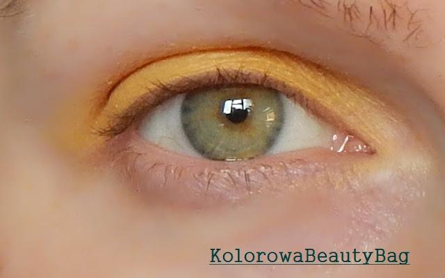 podkreslanie zielonych oczu zoltym cieniem do powiek