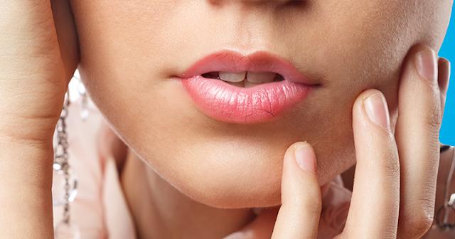 Cara mengatasi bibir kering dan mengelupas