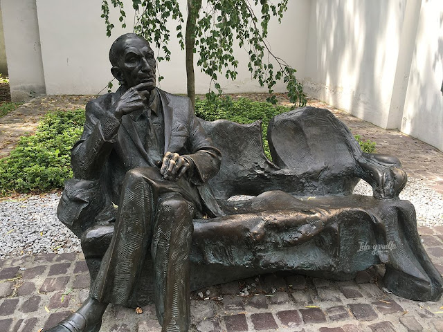 Cracovia fotos monumento a benefactor de los judíos