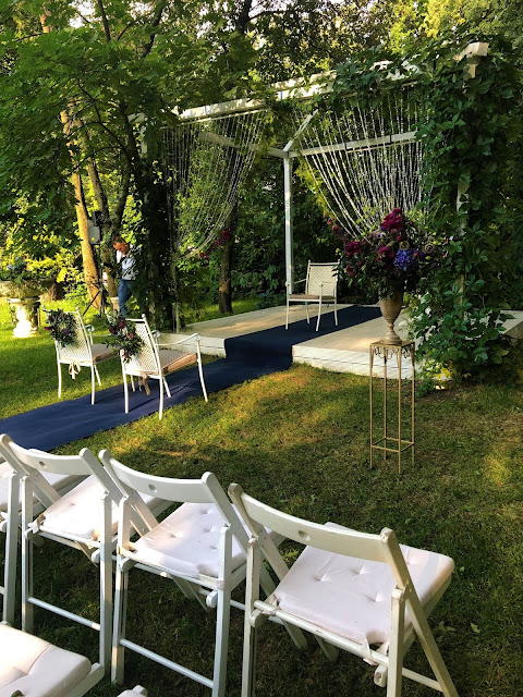 Plenerowy ślub cywilny. Dekoracje miejsca ceremonii. Okiem Żony i Matki.