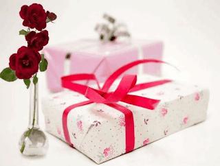 Có nên tặng quà sinh nhật khi đang tìm hiểu?