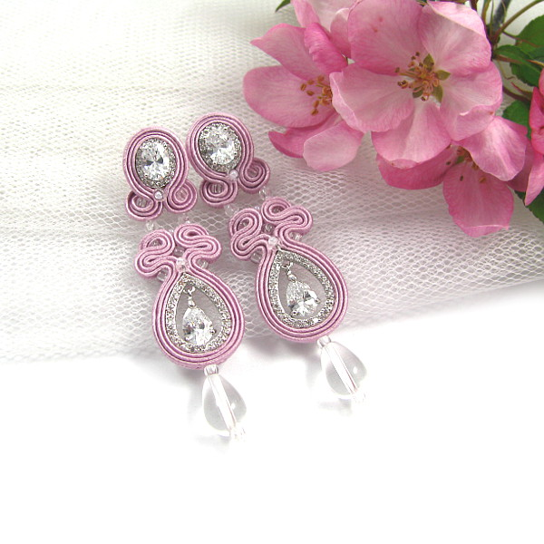 Biżuteria ślubna sutasz w kolorze pudrowego różu.